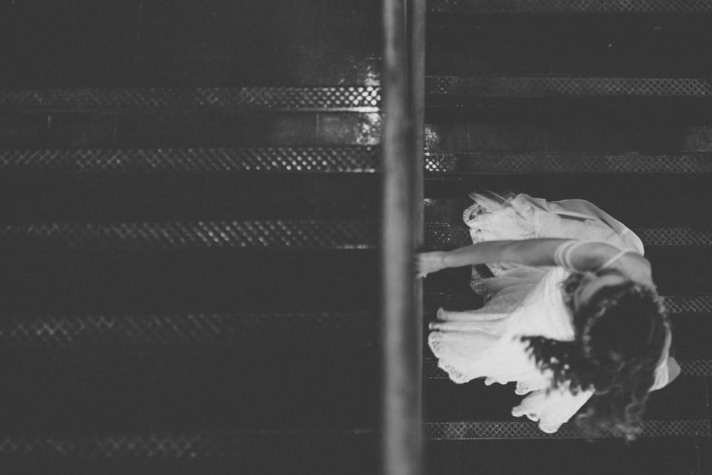 columbus wedding photography bride walking down stairs